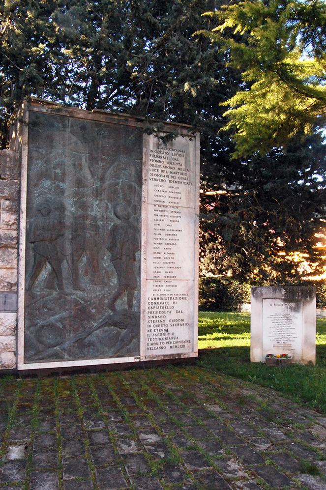 MONUMENTI 33 MARTIRI CAPISTRELLO_LAPIDE NOMI+PIETRO MASCI